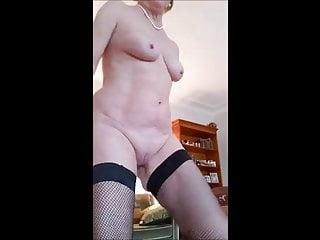 Fotze Oma Brigitte strippt