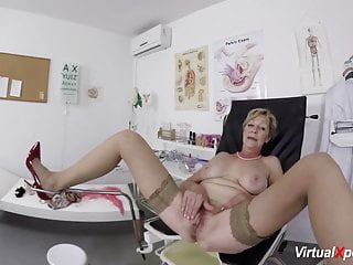 Huge-boobed mature romped by her therapist