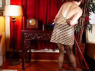 USA cougar Kali can't fight back her greedy poon