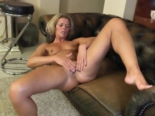 Hotty mature in solo act