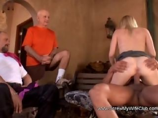 Blondie housewife Swings For spouse To Give Her More gusto