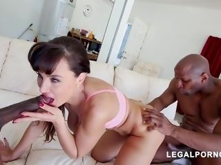 Lisa Ann flashes What She Can Do With ?�?2